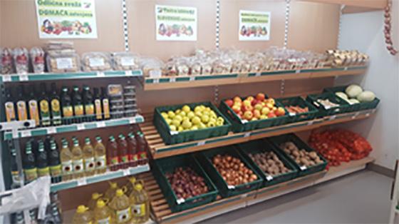 V Zadružniku na Ptuju sta vedno na voljo sveža zelenjava in sadje iz okoliških kmetij.